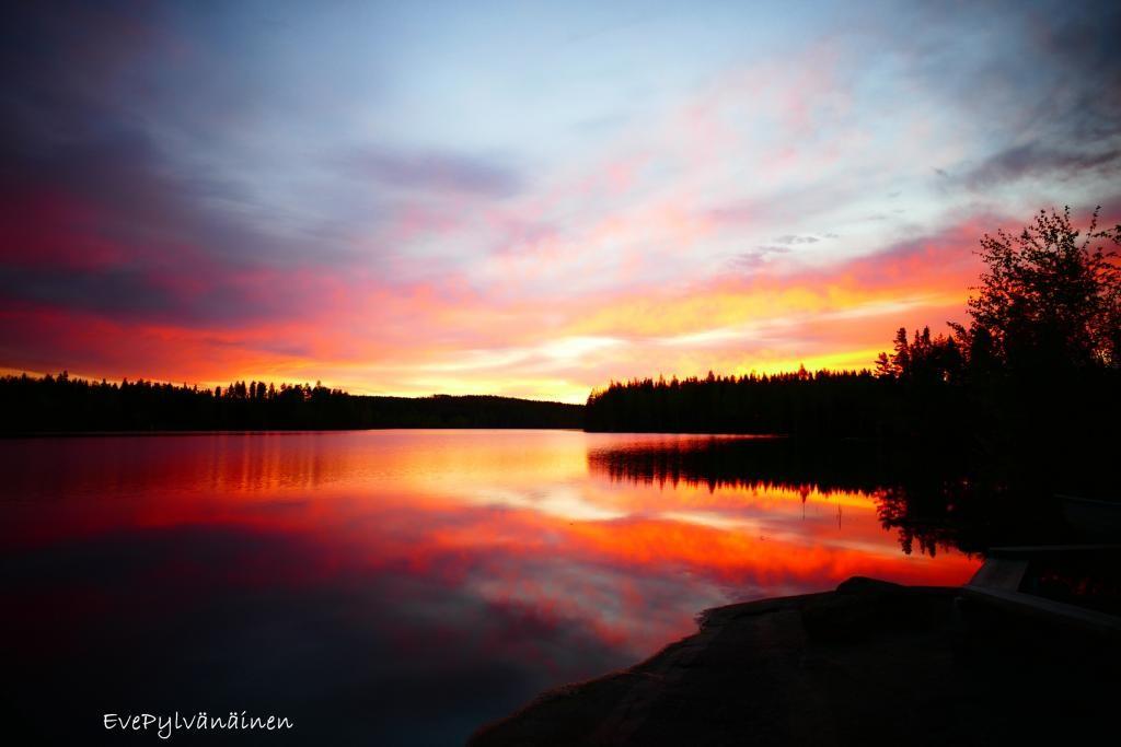 Aamuyön auringonnousu mökillä 29.5.2015