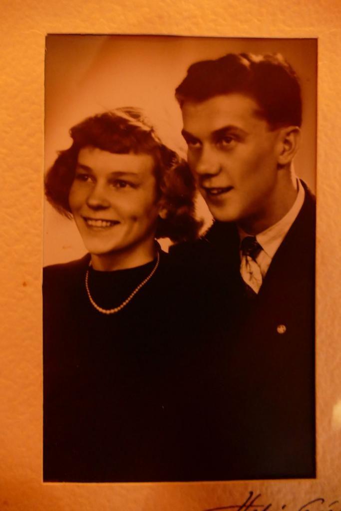 Muori & vaari. 61 vuotta avioliitossa, nyt yhdessä taivaan kultakaduilla